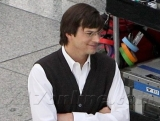 New Ashton Kutcher pics as Steve Jobs